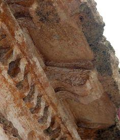 File:MensolaRodia.jpg - DecArch Cornice con mensole di epoca ellenistica con la tipica mensola rodia (Rodi, Museo archeologico)