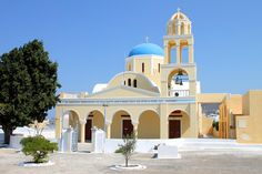 RELIGION: There is no official religion in Greece. About 1% of the people are muslims, there are also smaller groups of Jews and Christians. Most of Greece's immigrant population is Muslim or Roman Catholic
