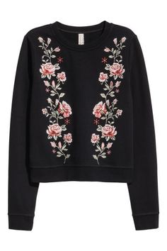 Embroidered sweatshirt: Top in sweatshirt fabric with embroidery on the front and ribbing around the neckline, cuffs and hem. Soft brushed inside.