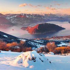 Ancora una bellissima immagine dall'ormai famoso Colmì di #Sulzano colto al tramonto con la spolverata di neve e splendida veduta su #monteisola Foto: @andreabelussiphotographer #visitlakeiseo #visitbrescia #inlombardia #italiait #ilikeitaly http://ift.tt/2iZlnjc - http://ift.tt/1HQJd81