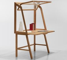 secretello desk by michele de lucchi for molteni&c showcases the user's personal display of tools