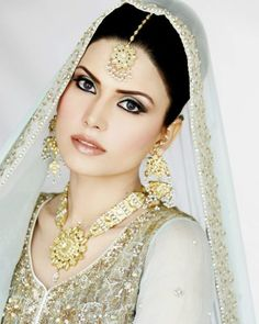 dulhan indian bride looking lovely in white
