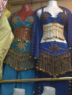 بدلة رقص متوفر الوان منها  البدلة مكونة من   برا - حزام - جيبة - شــال سعرها 350 درهم