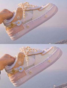 Dr Shoes, Cute Nike Shoes, Swag Shoes, Cute Nikes, Cute Sneakers, Hype Shoes, Summer Sneakers, Jordan Shoes Girls, Girls Shoes