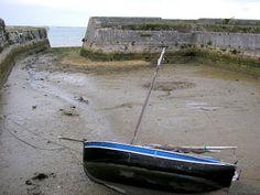 Le Fort de la Prée, bel ouvrage avec cour intérieure pour les bateaux. Le seul, qui ce jour là, attendait le retour de l'eau...