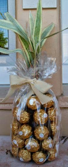Anleitung für eine Ferrero Rocher Ananas / Palme | SR-Decoration Delicious Chocolate, Birthday Gifts, Birthday Ideas, Hacks, Food, Internet, Gift Ideas, Html, Beverages