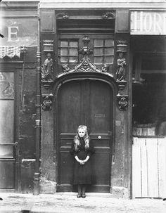 onlyoldphotography:  Eugène Atget: Rouen, rue Eau-de Robac, 6, 1908
