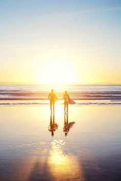 couples that surf together :) stay together. planning that world surf tour. Photo Surf, Citations Photo, No Wave, Beach Pink, Summer Beach, Orange Beach, Summer Sunset, Surfing Pictures, Kayak Pictures