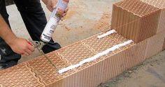Ako si pomocou špeciálnej peny postaviť tehlovú priečku Texture, Wood, Crafts, Madeira, Woodwind Instrument, Surface Finish, Wood Planks, Crafting, Trees