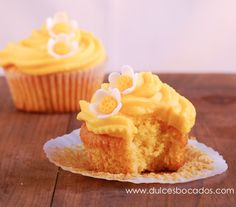 Dulces bocados: Cupcakes de maracuya y coco Molten Cake, Cookie Desserts, Cupcake Recipes, Christmas Cookies, Coco, Sweet Recipes, Muffins, Cheesecake, Cake Recipes
