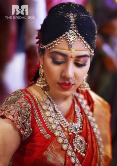 Aesthetic South Indian Bridal Makeup Looks for The Wedding Season 2020 Bridal Makeup Tips, Bridal Makeup Looks, Indian Bridal Makeup, Indian Bridal Wear, Bridal Looks, Wedding Makeup, Wedding Bride, Wedding Reception, Wedding Prep