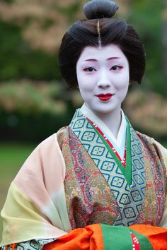 The maiko Mamefuji as Ono no Komachi, one of the most famous poetess of the ancient Japan, during the Jidai Matsuri of the last year. (Source)