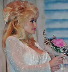 Country Music Artists, Country Music Stars, Country Singers, Dolly Parton Wigs, Dolly Parton Costume, Dolly Parton Quotes, Dolly Parton Pictures, She Was Beautiful, Simply Beautiful