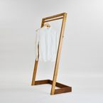 KM .20 / mabashira-coat stand | 大工の手 | 【わざわ座】デザイン×ものづくりのプラットフォーム