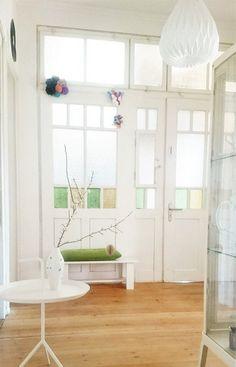 ღღ Entry in a Pre-War II apartment Best Interior Design, Interior Design Living Room, Hallway Shelf, Vintage Stil, Shelves, Cabinet, Apartment Entry, Furniture, Home Decor
