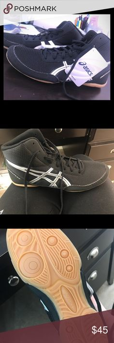 Brand New ASICS Matflex 5 Men's Wrestling Shoes Brand New in Box never worn ASICS Men's size 8 wrestling shoes Matflex 5 in black with silver detail. Make an offer! Asics Shoes Athletic Shoes
