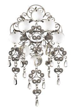 Sølje i oksidert sølv til Nordlandsbunad - Bunadsølv - Norsk håndverk - Sylvsmidja Ol, Bracelets, Brooches, Scandinavian, Jewellery, Velvet, Pictures, Charm Bracelets, Jewels