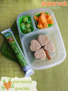 St. Patrick's Day Shamrock Lunch by Green Lunches, Green Kids   greenlunchesgreenkids.com   Fun, Easy, and Eco-Friendly Bento Style Lunches!