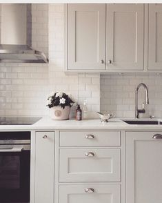 Oldfarmhouse — Farmhouse Kitchen Accents Of Subway Tile on Home Inteior Ideas 6998 Ikea Kitchen, Home Decor Kitchen, Country Kitchen, Kitchen Furniture, Kitchen Interior, Kitchen Dining, Kitchen Tiles, Küchen Design, Design Ideas