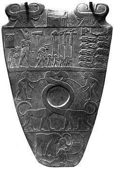 Tavoletta di Narmer, (ca 3.100 a.C.) da Hierakonopolis, schisto, alt. cm 64, Museo Egizio, Il Cairo.