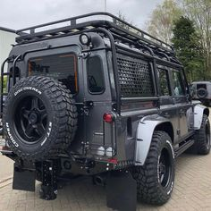 Ready for the apocalypse! Check out this kitted out @twisted_automotive Defender. Where would you take it? #LandRoversofLondon #LandRover #LandRoverDefender #Twisted #TwistedDefender #Defender #defender110 #rangerover #discovery #landy #offroad #bespoke #chelseatractor #suv #4x4 #London #England