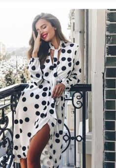 Dots Fashion, Fashion Details, Fashion Prints, Fashion Outfits, Fashion Design, Simple Street Style, White Summer Outfits, Polka Dot Maxi Dresses, Business Fashion