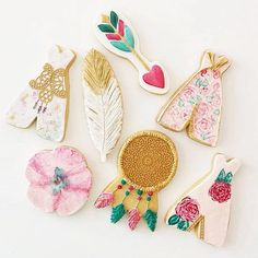 """L  V E  these fabulous boho chic cookies! The Perfect wedding favors! From the talented sugar artists  @frostedbynicci #melbourne #melbournebaker…"""