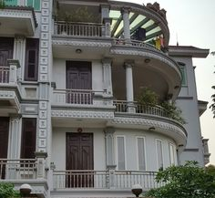 Xem 40 mẫu lan can ban công inox mặt tiền đẹp, sang trọng, hiện đại Front Wall Design, Balcony Railing Design, Stairs, Mansions, Canning, House Styles, Home, Stairway, Manor Houses
