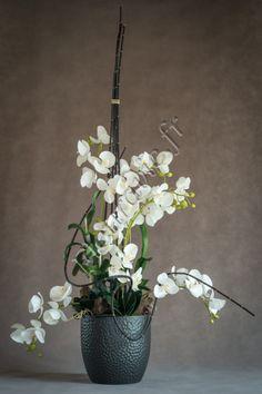 Création florale artificielle haut de gamme. Phalaenopsis, feuillages et décoration www.fleuravie.fr