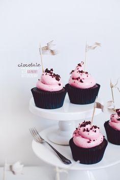 chocolate cupcakes with raspberry swiss meringue buttercream