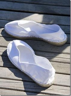 espadrilles blanches  Akiko: I read a German novel and the shoes appeared. This is it!!