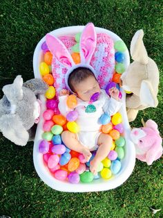 24 Easter Photoshoot Ideas for Kids to make your Easter stories a memorable one Ostern Fotoshooting Ideen für Babys / Kleinkinder / Kinder Foto Newborn, Newborn Baby Photos, Newborn Girls, Baby Easter Basket, Easter Baby, Egg Basket, Easter For Babies, Easter Eggs, Baby Girl Pictures