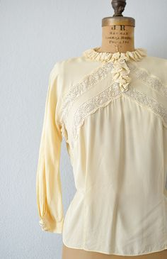 vintage 1940s cream ruffled lace panel blouse