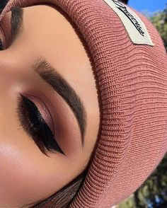 Need to learn to do my eye makeup like this