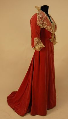 Side view, English Trained Rose Velvet Dinner Dress, 1904, Whitaker Auction. Museum/donor attributed to Queen's dressmaker.