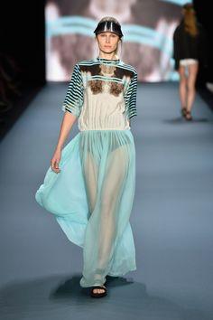 Ioana Ciolacu Miron ist die neue Gewinnerin des Designer for Tomorrow Award 2013 London College Of Fashion, Berlin Fashion, Online Blog, Stella Mccartney, Designer, Competition, Ready To Wear, Fall Winter, Runway