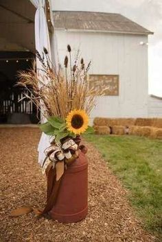 49 Inspiring Fall Porch Decor Ideas For Your Home - Porch Decorating Thanksgiving Decorations, Halloween Decorations, Wedding Decorations, Sunflower Decorations, Decorating With Sunflowers, Outdoor Fall Decorations, Wedding Centerpieces, Sunflower Centerpieces, Garden Decorations