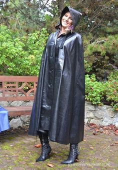 This hot babe is showing off her long and luxurious Rubber Rainwear! Heavy Rubber, Black Rubber, Rain Cape, Rubber Raincoats, Capes, Pvc Raincoat, Raincoats For Women, Rain Wear, Lady