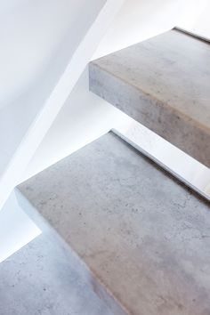 Upstairs Staircase Renovations is a renowned partner for every staircase renovation. Our years of experience and craftsmanship make us the specialist in staircase renovation. Interior Stairs, Interior Design Living Room, Open Trap, Stair Stickers, House Stairs, Stairways, House Colors, Interior Styling, Sweet Home