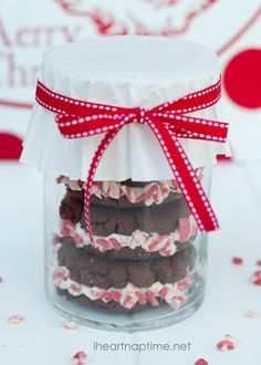 Homemade peppermint oreos...such a pretty and delicious treat!!