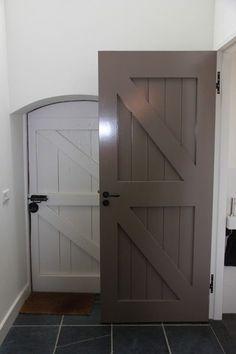 Love these doors but i could not do the doorknobs velociraptors can open doorknobs like that - Kleur binnendeuren ...