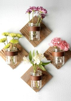 Wall art comes in many shapes & sizes! Give this DIY Rustic Mason Jar Sconce a try. All you need is pint mason jars, leather straps, & wood. Don't forget the flowers! Diy Home Decor Rustic, Diy Home Decor Projects, Easy Home Decor, Diy Home Crafts, Diy Wall Decor, Cheap Home Decor, Decor Crafts, Decor Ideas, Craft Projects