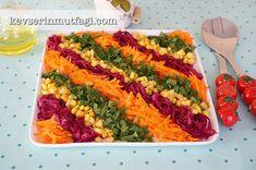 Havuçlu Mor Lahana Salatası Tarifi - Malzemeler : 1 adet orta boy havuç, 1 küçük boy mor lahananın yarısı, 1 su bardağı konserve mısır, 1 avuç kıyılmış maydanoz, 1/2 limonun suyu, 2 yemek kaşığı zeytinyağ, Tuz.