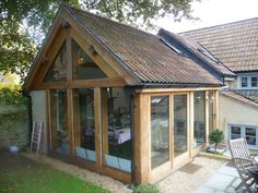 making ugly houses beautiful oak frame extension Bungalow Extensions, Garden Room Extensions, House Extensions, Kitchen Extensions, Kitchen Extension Side Return, Cottage Extension, Oak Framed Extensions, Oak Framed Buildings, Backyard Office