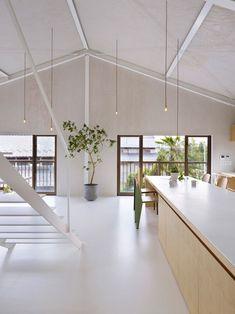 Charme de casa japonesa está no seu minimalismo. A residência foi construída em Yoro, no Japão, pelo arquiteto Keiichi Kiriyama, do Airhouse Design Office.  Fotografia: Toshiyuki Yano.  http://casavogue.globo.com/Interiores/noticia/2013/08/casa-yoro-airhouse-design.html