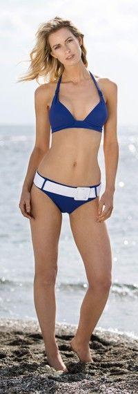 Kobalt blauwe push up bikini top night blue The Hamptons met kobalt blauw bikini broekje met riem Bondi Beach bikini bottom