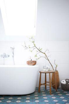 beautiful blue tile floor in white bathroom from House Beautiful. Smith Interior Design Mantel piece, November 2012 Home Decor Laundry In Bathroom, White Bathroom, Modern Bathroom, Rustic Bathrooms, Simple Bathroom, Bathroom Interior, Master Bathroom, Design Bathroom, Washroom