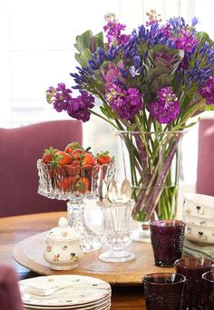 . flower arrang, decorating kitchen, centerpiec, traditional kitchens, color, fresh flowers, crystal, tabl set, kitchen designs