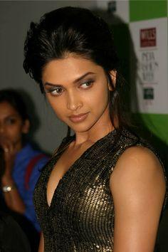Deepika Padukone Wallpapers from Desi Boyz Most Beautiful Faces, Most Beautiful Indian Actress, Beautiful Saree, Beautiful Asian Girls, Pretty Girls, Indian Film Actress, Indian Actresses, Deeps, Bonito