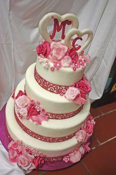 Hochzeitstorte in Fuchsia von der Konditorei Krönner Garmisch-Partenkirchen - Fuchsia Wedding cake #Riessersee #wedding venue #Hochzeitshotel #Garmisch #Bayern #Bavaria #Hochzeit #wedding
